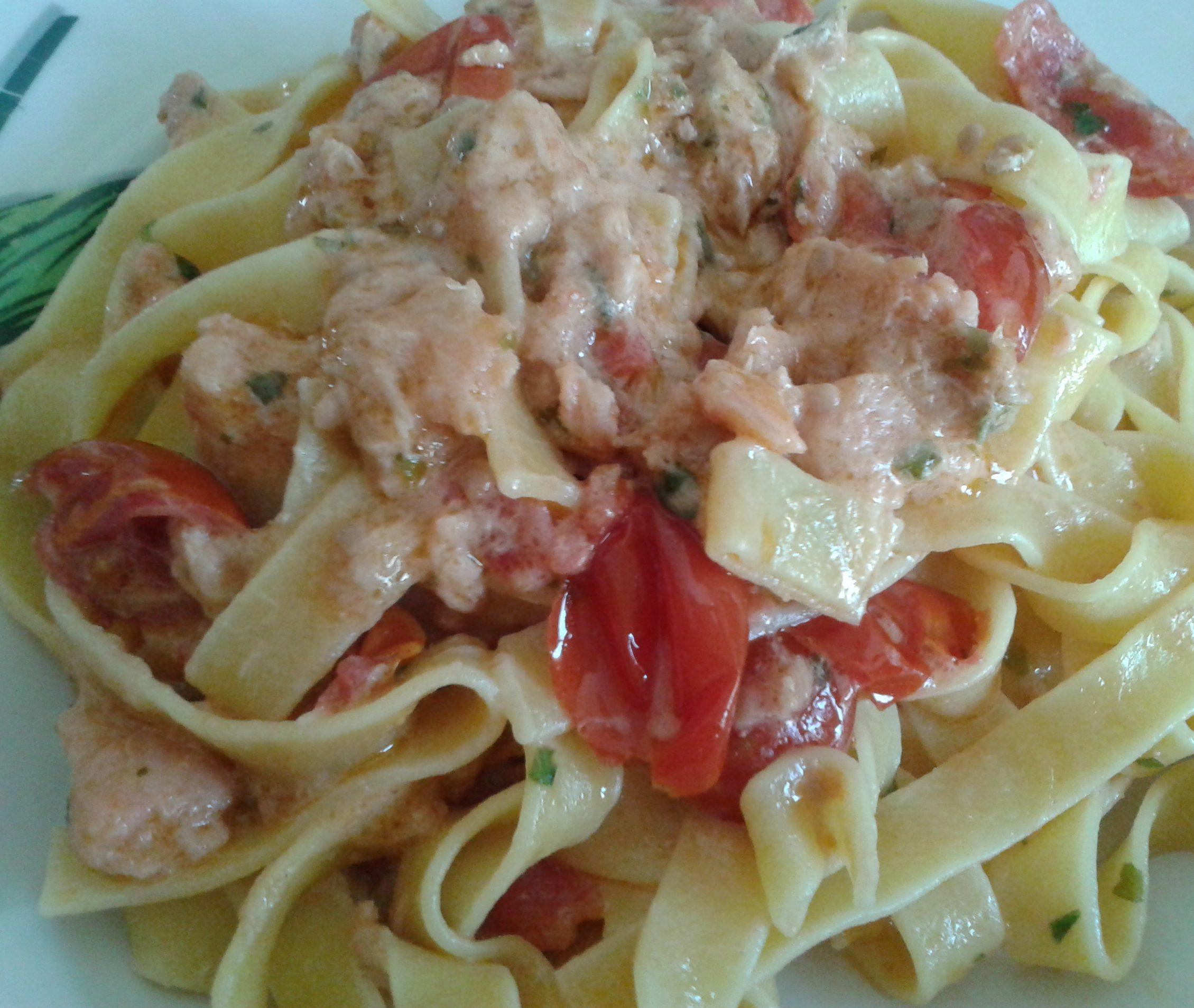 Fettuccine in salsa di salmone e stracchino