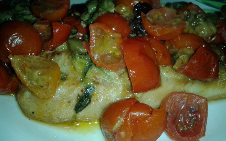 Filetti di merluzzo con zucchine e pomodorini