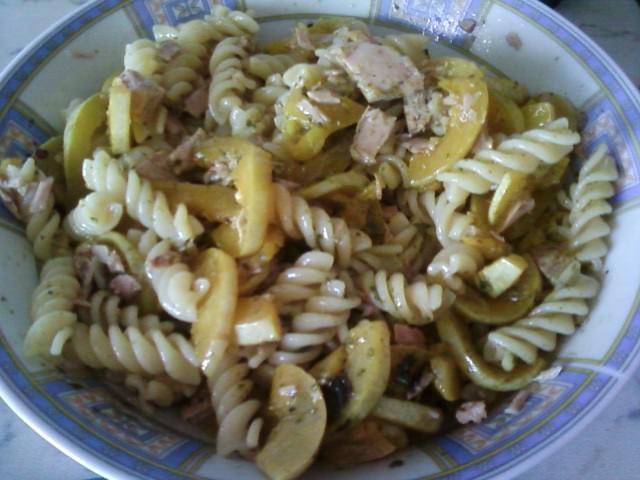 Insalata di pasta con tonno e zucchine