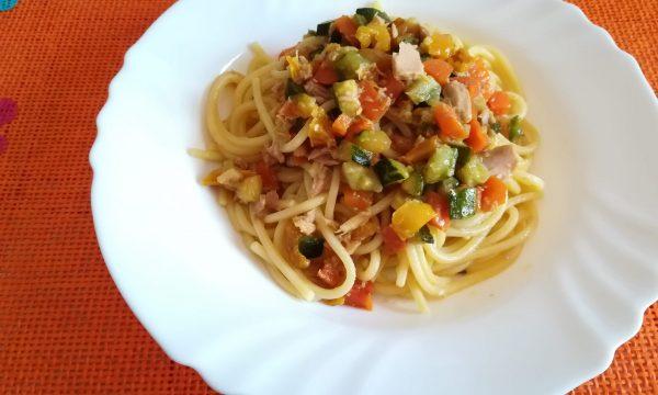 Pasta con tonno e verdure