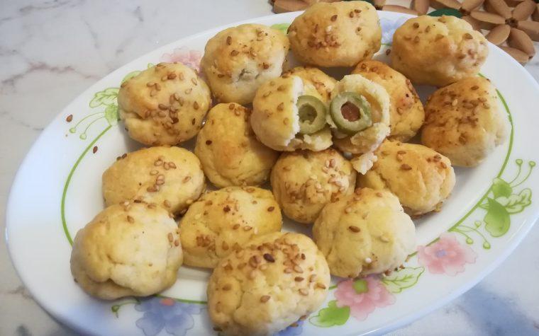 Palline al formaggio ripiene di olive