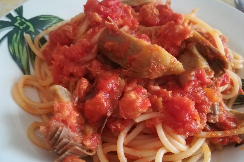 Spaghetti al sugo di carciofi e tonno