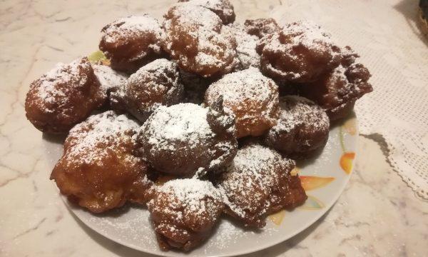 Frittelle di Carnevale con le mele