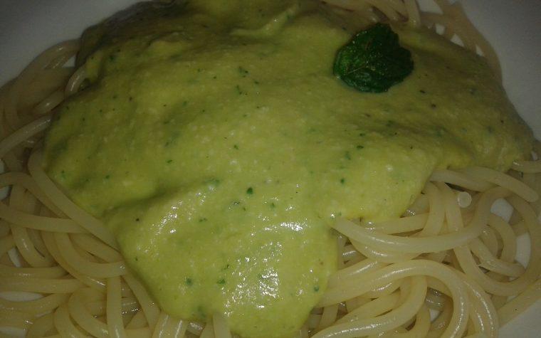 Spaghetti al pesto di fave