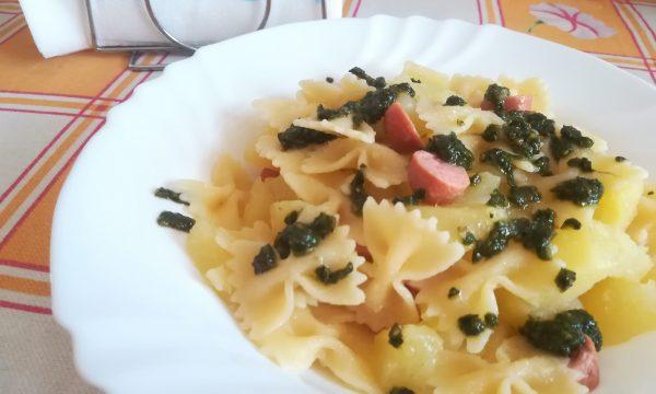 Insalata di pasta con pesto patate e wurstel