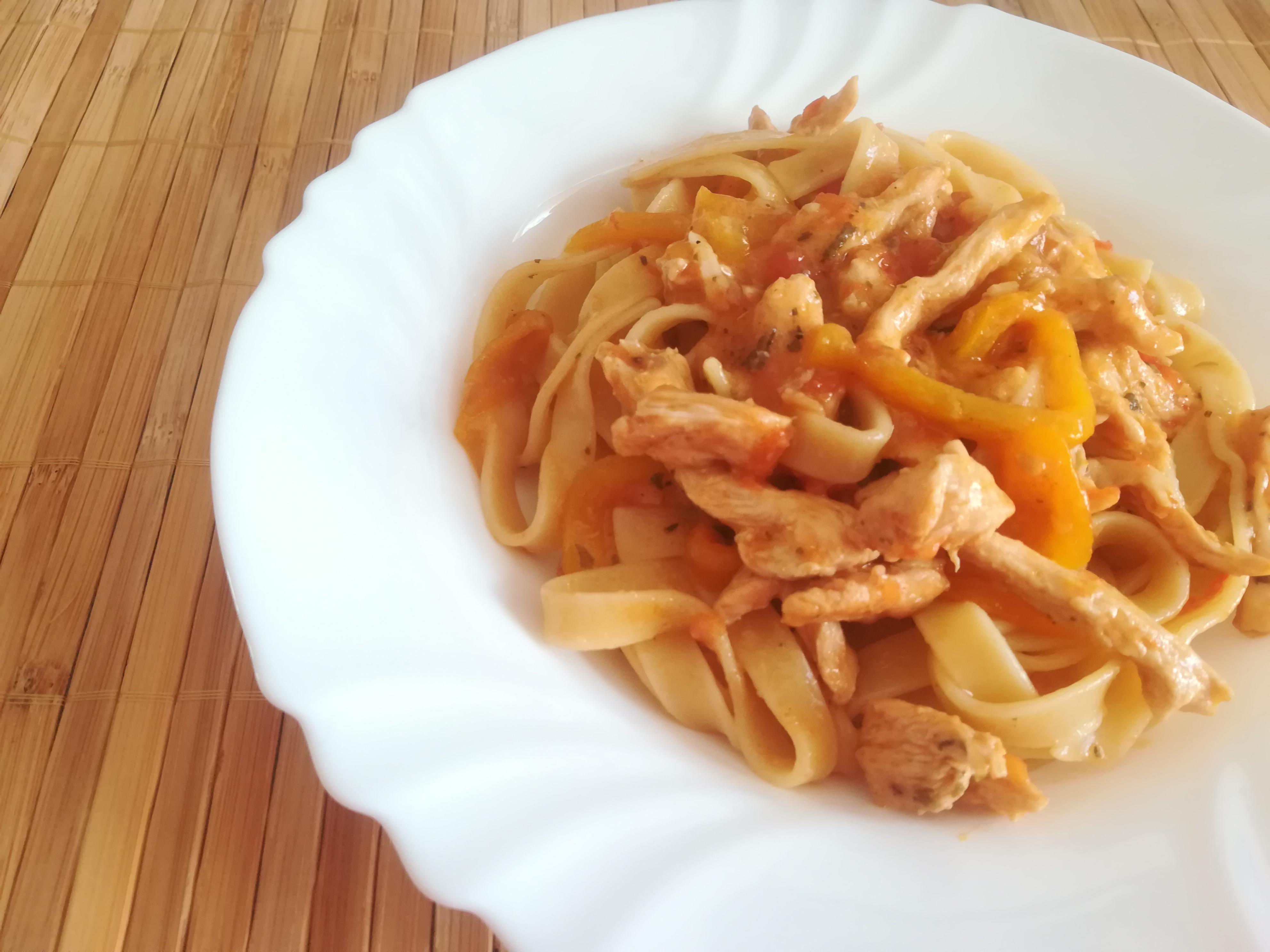 Fettuccine al pollo e peperoni