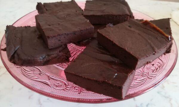 Quadrotti cremosi al cioccolato e ricotta