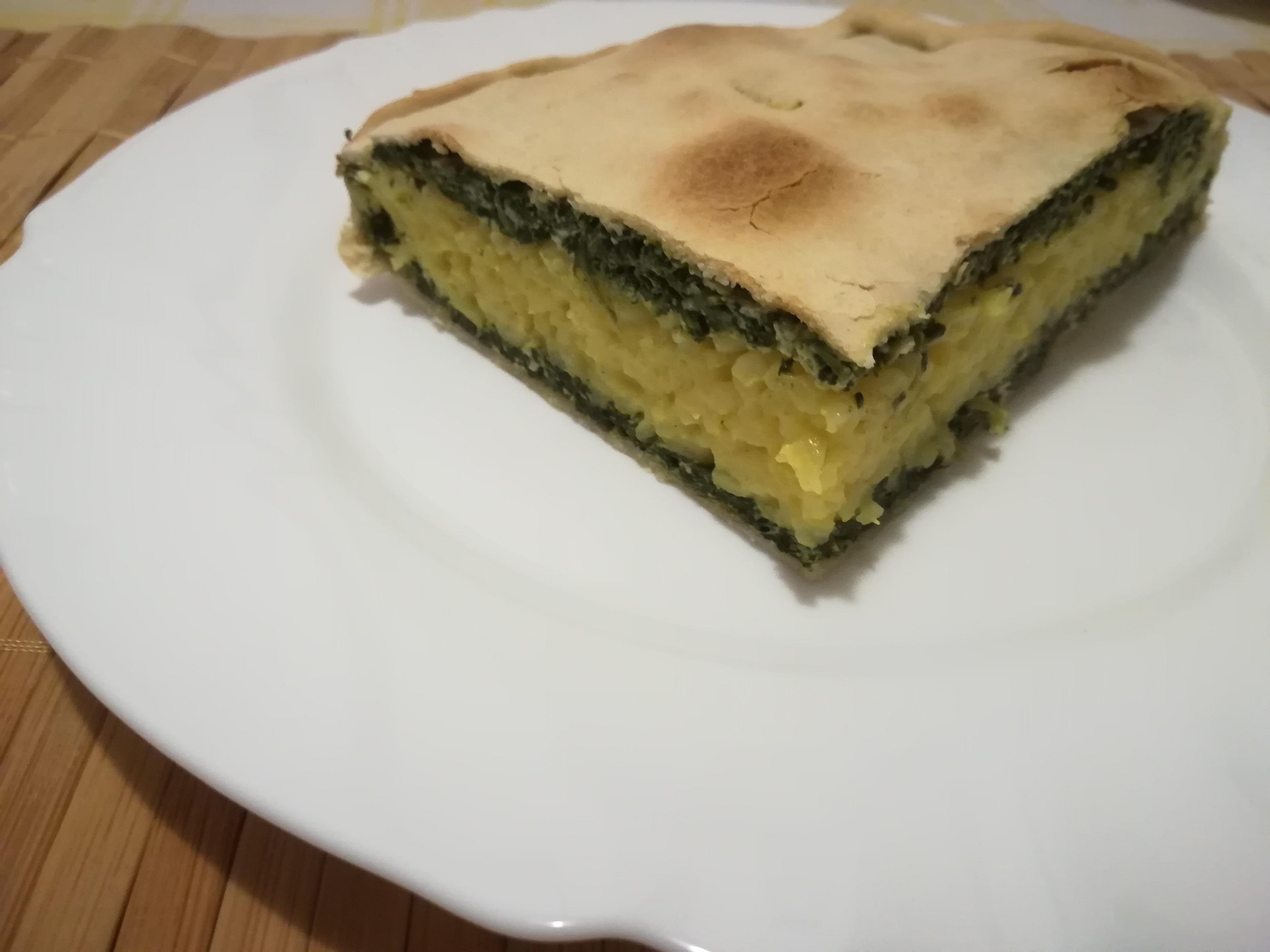 Torta salata bicolore con spinaci e riso