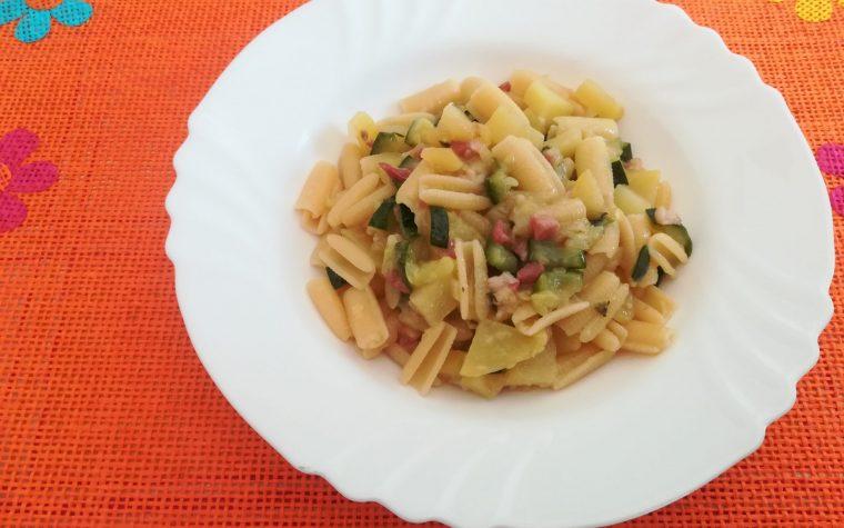 Pasta con verdure e pancetta