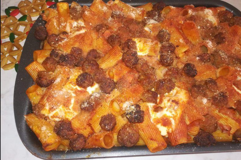Pasta al forno con polpettine di carne