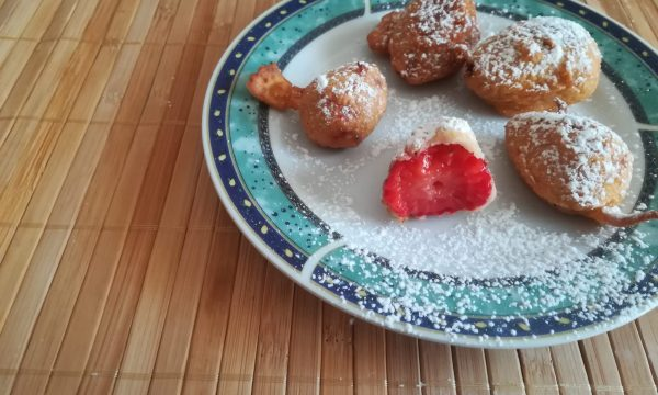 Fragole fritte in pastella