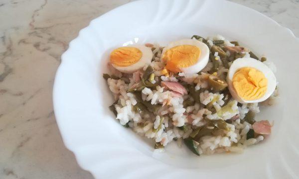 Insalata di riso gialla e verde