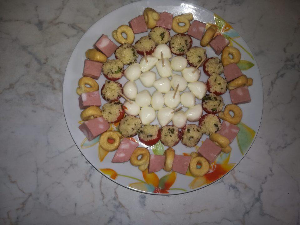 Aperitivo misto con pomodorini al cuscus