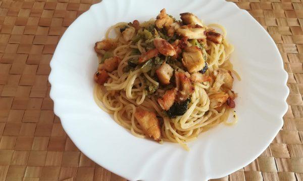 Spaghetti con pesce e broccoletti