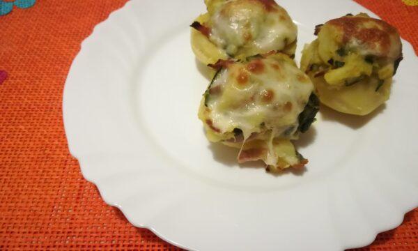 Patate ripiene con zucchine e speck