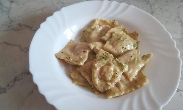 Ravioli di mortadella al pistacchio