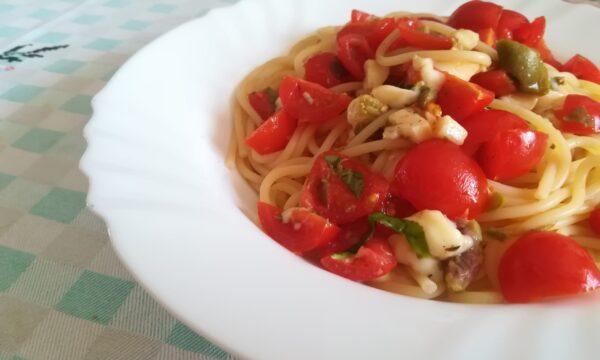 Spaghetti profumati con pomodori crudi