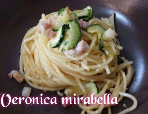 Spaghetti alla carbonara e zucchine