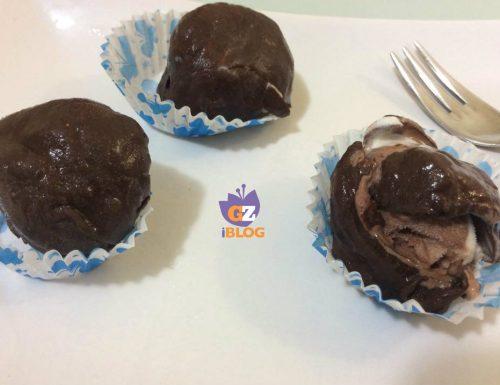 Palline di gelato ricoperte di cioccolato