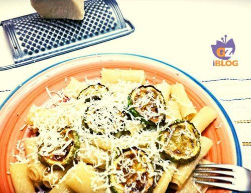Rigatoni con zucchine fritte