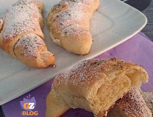 Croissant sfogliati all'arancia