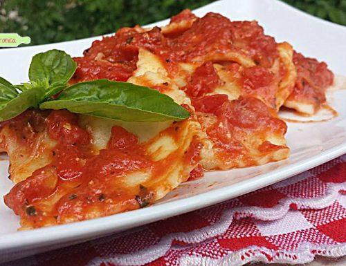Ravioli ricotta e spinaci alla pizzaiola