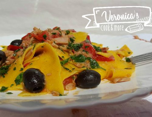 Le paesane all'uovo con tonno, pomodorini e olive