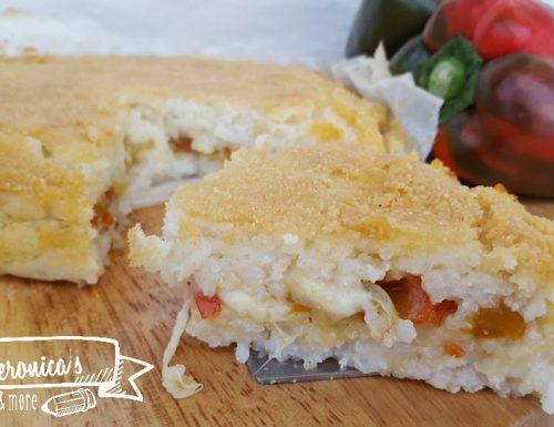 Torta di riso salata peperoni, cipolline grigliate e mozzarella