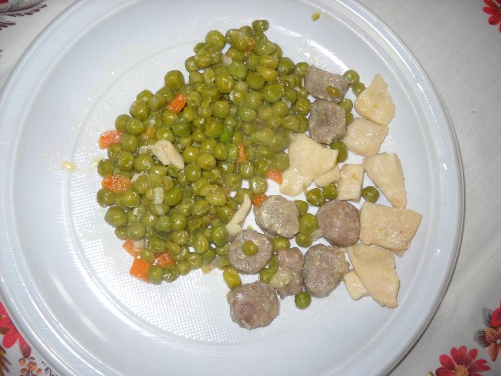 Quadrotti di pollo con salsiccia e piselli 002