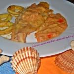 Merluzzo con anelli di totano in salsa al pomodoro