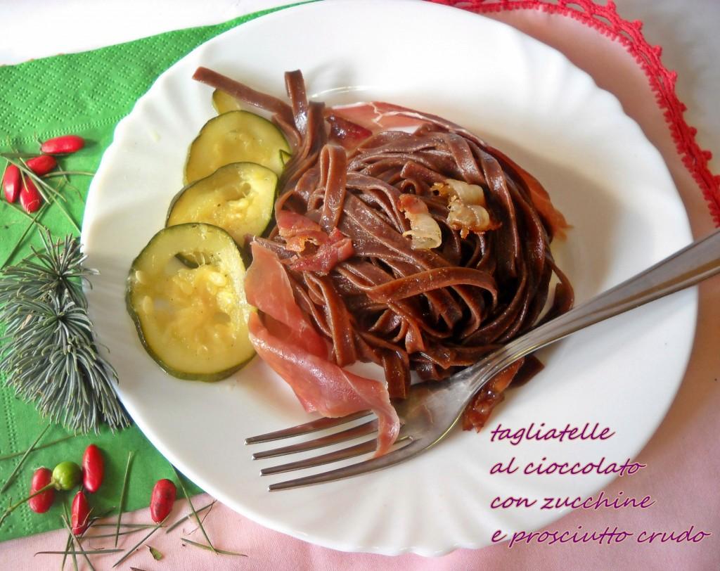 Tagliatelle al cioccolato con zucchine e prosciutto crudo