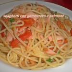 Spaghetti con gamberetti e salmone