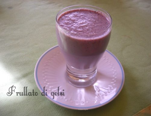 Frullato nutriente di gelsi