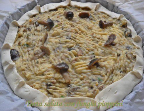 Torta salata con funghi pioppini