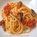 Spaghetti con ragù magro e funghi