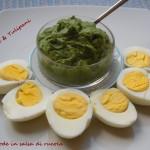 Uova sode con salsa di rucola e lattughino