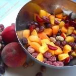 Macedonia con frutti di bosco