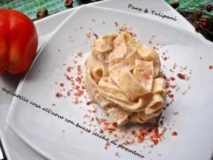 tagliatelle rosa con bucce secche di pomodoro