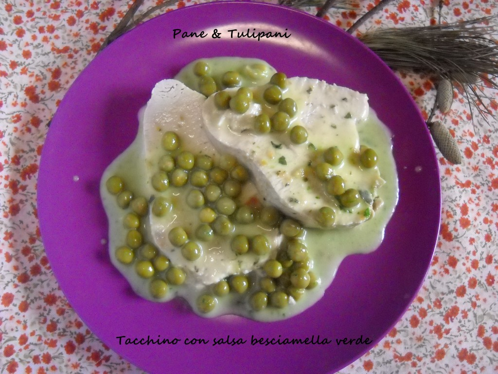 403-tacchino con salsa besciamella verde.1