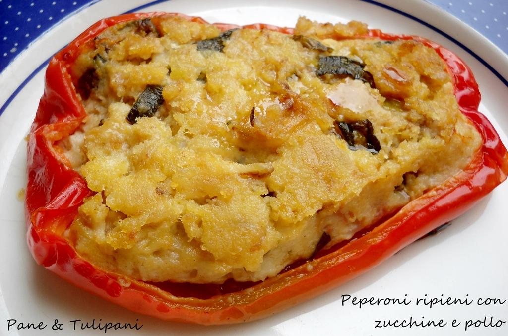 Peperoni ripieni con zucchine e pollo