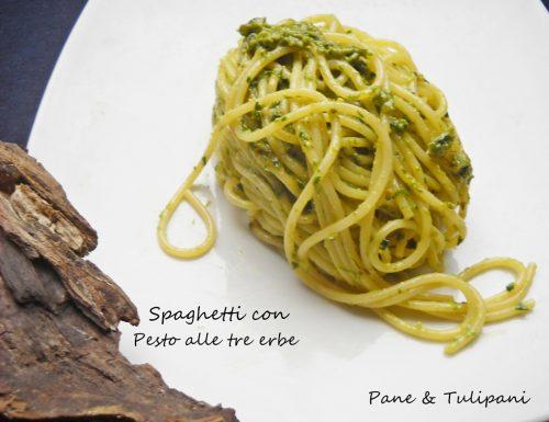 Spaghetti con pesto alle tre erbe