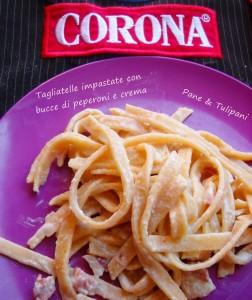 tagliatelle impastate con bucce di peperoni e crema.13