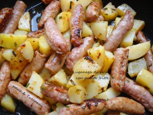Luganega di pollo con patate fritte