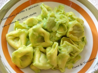 Tortellini ricotta e spinaci con crema di salsa verde.
