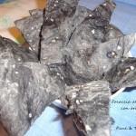 Focaccia al carbone con origano