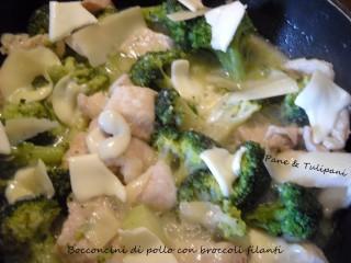 Bocconcini di pollo con broccoli filanti.7