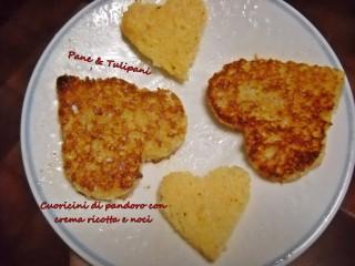 Cuoricini di pandoro con crema ricottta e noci.12