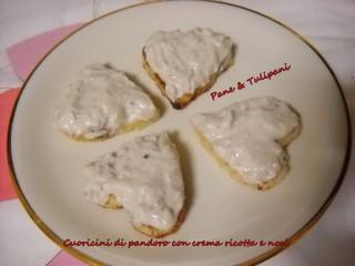 Cuoricini di pandoro con crema ricottta e noci.13