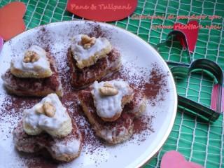 Cuoricini di pandoro con crema ricottta e noci.3