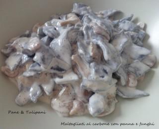 Maltagliati al carbone con panna e funghi.2